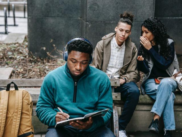 critica - estudiantes
